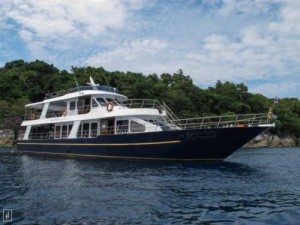 Day Trip Racha Yai Island 3 Dives Boat